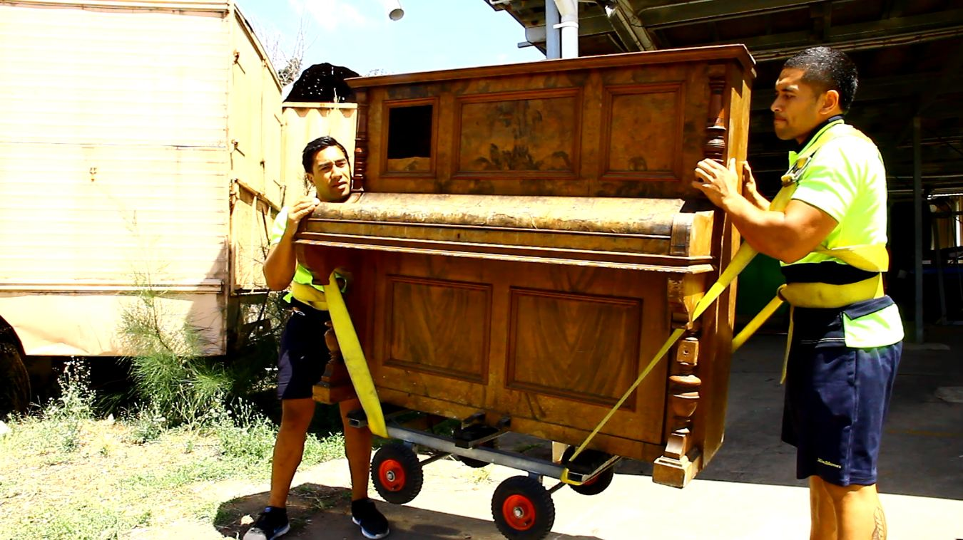 Moving pianos and heavy objects: The strength of professionals!
